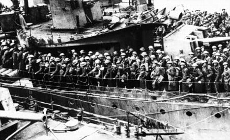 Second World War: Western Front/ Offensive in the West, May/June 1940. Embarkation of the British expedition force in Dunkirk, after advance of the German Wehrmacht, on 27 May 1940.-British soldiers on board a transporter.-Photo (Scherl / SV-Bilderdienst).